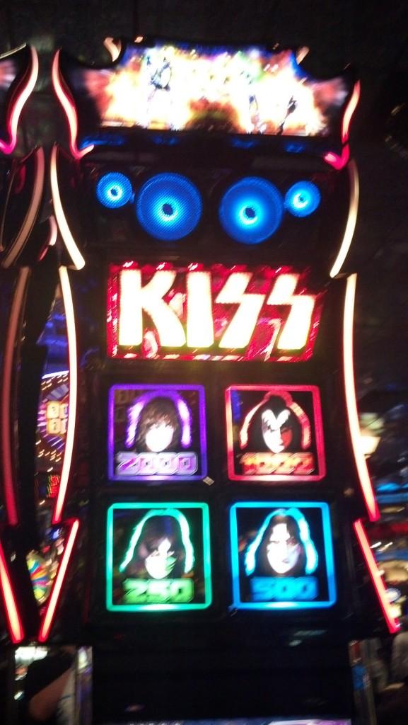 kiss-slotmachine_061913_01